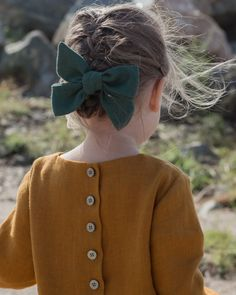 Bow and linen dress Baby Girl Hairstyles Bow Dress Linen Black Kids Fashion, Kids Fashion Boy, Little Girl Fashion, Toddler Fashion, Little Girl Style, Baby Girl Hairstyles, My Baby Girl, Baby Baby, Baby Girl Dresses