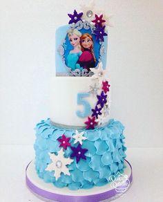 Frozen Birthday Cake, Frozen Cake, Frozen Party, 5th Birthday, Birthday Parties, Girl Cakes, Elsa Frozen, Party Ideas, Disney