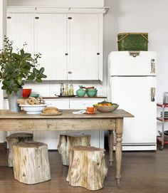 Love the table and the stools!