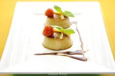Tocinillos de Foie. Este blog es genial, y ésta una de esas recetas que hay que probar, sí o sí. No Cook Appetizers, Party Finger Foods, Food Decoration, Mini Foods, Creative Food, Food Presentation, Catering, Brunch, Food And Drink