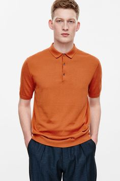 This fine-knit polo shirt is made from a soft blend of cotton and silk. A lightweight style, it is a regular fit with a classic collar, ribbed edges and a partial button fastening.