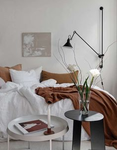 Small yet stylish studio home – via Coco Lapine De… Interior Simple, Home Interior, Home Decor Kitchen, Home Decor Bedroom, Ikea Bedroom, Bedroom Colors, Bedroom Furniture, Interior Design Inspiration, Home Decor Inspiration