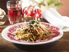 Pasta mit Rindfleischcarpaccio, Tomaten und Salbei ist ein Rezept mit frischen Zutaten aus der Kategorie Rind. Probieren Sie dieses und weitere Rezepte von EAT SMARTER!