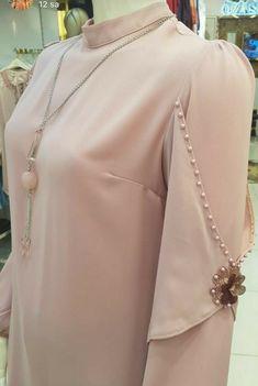 Sleeves Designs For Dresses Kurti Sleeves Design, Sleeves Designs For Dresses, Sleeve Designs, Kurti Designs Party Wear, Kurta Designs, Blouse Designs, Mode Abaya, Mode Hijab, Abaya Fashion