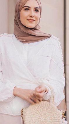 834b64903 55 Best موضة المحجبات images in 2019   Abaya style, Ads, Arab Fashion