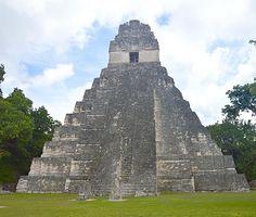 Le majestueux temple de Tikal ! Le plus connu du site ! Il est absolument incroyable ! Nous sommes restés sans voix... #tourdumonde #worldtour2016 #tikal #maya #guatemala #visitguatemala #discovery #adventure #neverstoptravelling #photo #picture #passion #tourism #blogger #frenchtraveler #igersguatemala #igphoto #instaphoto #destination #passeport #ameriquecentrale