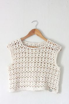 Best 12 Slip on this light cotton crop top, crocheted from cotton. It layers beautifully over a cami, lacy bralette, or collared blouse, along with your favorite vintage high-waist jeans or midi skirt! The boxy fit flatters a variety of body shapes. Bikini Crochet, Crochet Crop Top, Crochet Blouse, Crochet Lace, Crochet Stitches, Crochet Patterns, Crochet Tops, Lace Crop Tops, Top Pattern