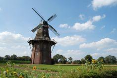 Die Holtlander Mühle ist ein dreistöckiger Galerieholländer und steht in der Samtgemeinde Hesel in Holtland. Die Mühle kann man besichtigen und es befindet sich auch ein Mühlencafé darin!