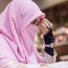 Hijab Dp, Hijab Niqab, Muslim Hijab, Arab Girls Hijab, Muslim Girls, Muslim Women, Niqab Fashion, Muslim Fashion, Hijabi Girl