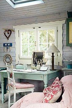 House ideas on pinterest romantic shabby chic small for Cottage office design