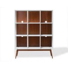 Misturando uma estética retrô com um ar contemporâneo, a Estante Biscoito Fino Off-White é perfeita para compor salas.