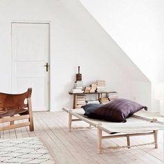 The fantastic daybed designed in 1962 by Ole Gjerløv-Knudsen.