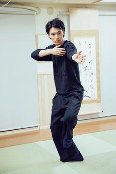 Kento Yamazaki, Kobujutsu (Japanese old martial arts), The Television #22, 2015 https://www.youtube.com/watch?v=Nh1DeuJQpkg