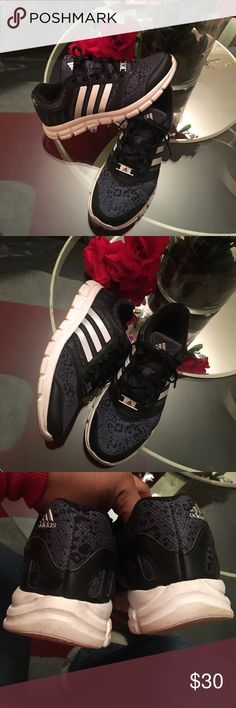 Woman's Adidas running sneakers Excellent used contain. Worn a few times. No harsh signs of wear! Comfy!! Adidas Shoes Sneakers