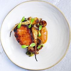 Honey roasted Canadian bacon steak, parsley root, sunchokes, brussel sprouts, red kuri squash BBQ sauce, sunflower shoots. ✅ By - @chef_louisrobinson ✅ #ChefsOfInstagram 🚨 Sign up to our newsletter to participate in our GIVEAWAYS. www.ChefsOF.com 🚨