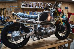 RocketGarage Cafe Racer: Bmw R90 Garage Sheriff