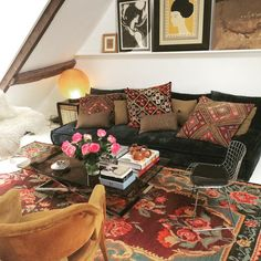 "66 Likes, 4 Comments - Florence Binchet-Pothier (@gachonpothier) on Instagram: ""#tapis #kilim #kilimcushion #moldavie @gachonpothier #paris #interiordesign #cosy #bohemianchic"""