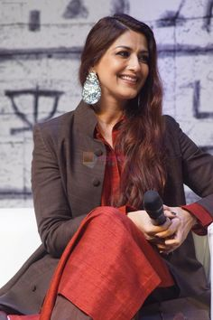 Sonali Bendre at the Book Launch Of Bharat Series- Keepers Of The Kalachakra by Ashwin Sanghi in Times Litfest on Dec 2017 Hot Actresses, Beautiful Actresses, Indian Actresses, Hindi Actress, Bollywood Actress, Indian Celebrities, Bollywood Celebrities, Sonali Bendre Hot