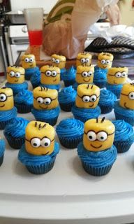 RoyalBashBlog: Minion cupcake tutorial