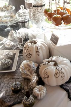 Gorgeous Halloween pumpkins #halloween #decorations #pumkins