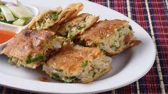 طريقة عمل المطبق بالفرن - Delicious oriental baked mottabak recipe