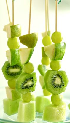 St. Patrick's Day Fruit Skewers...cute for St. Patrick's play date.