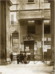 """Via Porta Rossa prima del """"rinnovamento"""" fine ottocento con intimo di sfratto attaccato per poi demolire tutto.#Firenze."""