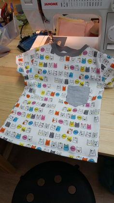 Patron tee shirt child from 3 to 6 years Sewing Patterns For Kids, Sewing Projects For Beginners, Sewing For Kids, Diy For Kids, Coin Couture, Baby Couture, Boss Shirts, Tee Shirts, Sew Your Own Clothes