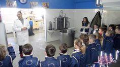 El grupo de 2º de #PrimariaISP ha visitado la fábrica de helados Costa Dorada de Benicarló. Han observado el proceso de elaboración artesana de los helados e incluso los han probado. ¡Lo han pasado genial! 🍦 https://www.facebook.com/HeladosCostaDorada