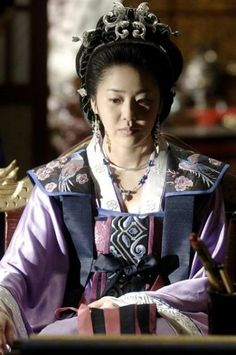 Go Hyun Jung in Queen Seon Deok/Queen Seondeok (Hangul: 선덕여왕; RR: Seondeok Yeowang) is a 2009 South Korean historical drama as part of MBC television network 48th-founding anniversary special drama, starring Lee Yo-won, Go Hyun-jung, Uhm Tae-woong, Park Ye-jin, Kim Nam-gil and Yoo Seung-ho. It chronicles the life of Queen Seondeok of Silla. It aired onMBC from 25 May to 22 December 2009 on Mondays and Tuesdays at 21:55 for 62 episodes.