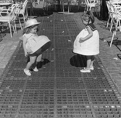 mini Marilyn's, so CUTE.. I remember doing this too when little....