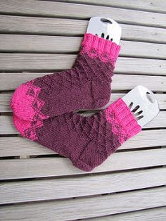 Pehtoori sock pattern was exclusive to the Finnish Ravelry group Kahelit Konkkaa and its fun knitting race until the end of February Now it's available for everyone in Finnish and English. Crochet Socks, Knitting Socks, Knit Crochet, Knitting Ideas, Crochet Animals, Leg Warmers, Ravelry, Christmas Stockings, February 2015