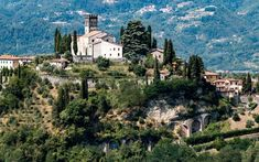 Deep in Tuscany's northwestern reaches lies a hidden valley that remains one of Italy's most untapped locales. Places To Travel, Places To Go, Under The Tuscan Sun, Renaissance Architecture, Best Swimming, Travel And Leisure, Travel Tips, Travel Articles, Belle Villa