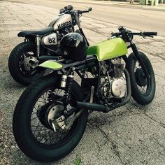 Straight Piped Yamaha XS400 Scrambler Murdered Out By Polands