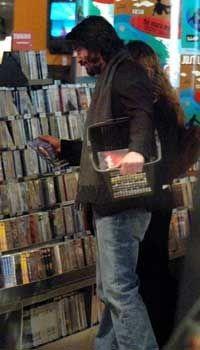 Keanu Reeves - Photo posted by kanderson - Keanu Reeves - Fan club album -