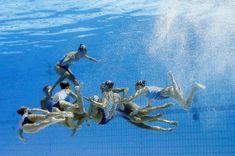 Unter der Wasseroberfläche geht die Choreografie weiter, hier findet sich Team...