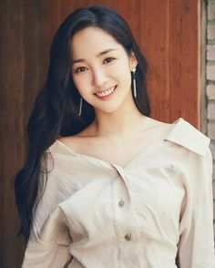 born 4 March is a South Korean model and actress .She is a graduate of Dongguk University . Park Min Young, Most Beautiful Faces, Beautiful Asian Women, Korean Actresses, Korean Actors, Korean Beauty, Asian Beauty, Asian Woman, Asian Girl