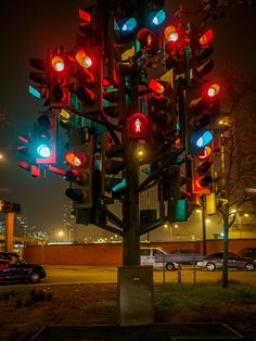 The Traffic Light tree near Canary Wharf, London was created by French sculptor Pierre Vivant. Although some motorists were initially confused by the traffic lights, mistaking them for real signals, the sculpture soon became a favourite among both tourists and locals (Wikipedia)                                                                                           Flickr - Photo Sharing!