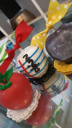School,  chocolate covered apples Paletas Chocolate, Chocolate Caramels, Chocolate Candies, Chocolate Covered Apples, Caramel Apples, Apple Cake Pops, Gourmet Candy Apples, Apple Fruit, Edible Art