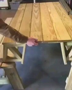 Convertible picnic table to benches. Convertible picnic table to benches. Into The Woods, Pallet Furniture, Furniture Design, Furniture Makeover, Handmade Wood Furniture, Welded Furniture, Homemade Furniture, Furniture Cleaning, Furniture Ideas