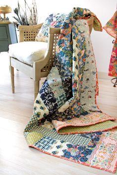 Love this new fabric- Splendor 1920  Deco Dreams Quilt- Bari J