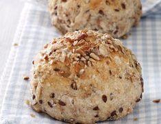 Kerneboller - Hjerteforeningen Fodmap, Good Food, Yummy Food, Bread Bun, Piece Of Bread, Happy Foods, Dough Recipe, What To Cook, Bread Baking