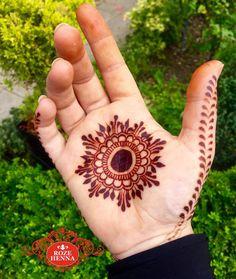 Mehndi henna designs are searchable by Pakistani women and girls.Women, girls and also kids apply henna on their hands, feet and also on neck to look more gorgeous and traditional. Palm Henna Designs, Round Mehndi Design, Palm Mehndi Design, Mehndi Designs Book, Mehndi Designs For Girls, Mehndi Designs For Beginners, Modern Mehndi Designs, Mehndi Design Pictures, Simple Mehndi Designs
