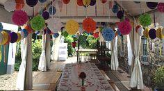 Wunderschöne Pompons Dekoration zur Gartenhochzeit!