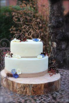 Rustikale Schönheit - Hochzeitstorte mit Deko aus der Natur Desserts, Wedding, Food, Wedding Cakes, Rustic, Pies, Nature, Deco, Tailgate Desserts