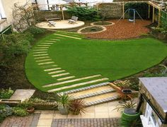 Family garden layout with synthetic grass Circular Garden Design, Circular Lawn, Raised Bed Garden Design, Garden Landscape Design, Small Garden Design, Back Gardens, Small Gardens, Outdoor Gardens, Garden Makeover