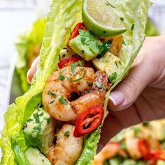 Chili Lime Shrimp Wraps for Light and Fresh Clean Eating! Chili Lime Shrimp Wraps for Light and Fresh Clean Eating!,yummies Chili Lime Shrimp Wraps for Light and Fresh Clean Eating! Healthy Meal Prep, Healthy Snacks, Healthy Food Recipes, Eating Healthy, Healthy Pesto, Clean Food Recipes, Yummy Healthy Food, Dinner Healthy, Healthy Summer Recipes