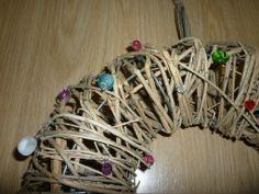 Wreath. Ovikranssi. Wreaths, Bracelets, Diy, Jewelry, Fashion, Moda, Jewlery, Door Wreaths, Bricolage