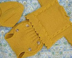 Free Knitting Pattern for Simple Slipped Ribbed Cowl - This easy cowl features a raised, twisted stitch ribbing. Baby Cardigan, Baby Pullover, Baby Knitting Patterns, Knitting For Kids, Knit Or Crochet, Crochet For Kids, Baby Outfits, Knitted Baby Clothes, Knitted Hats