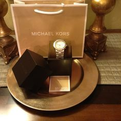 Authentic Michael Kors Watch Authentic Michael Kors, MK 5411, Chronograph White Crystal White Mother of Pearl Stainless Steel, Encrusted with Crystals, Like New, Very Slight Scrathes on Back, Very Unnoticeable, Box & Manual Included Michael Kors Accessories Watches